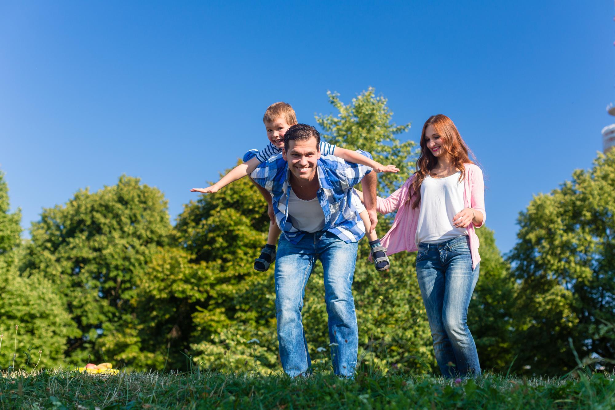 海外では親は子どもと常に一緒。誰にも分け隔てなく笑顔で接しよう