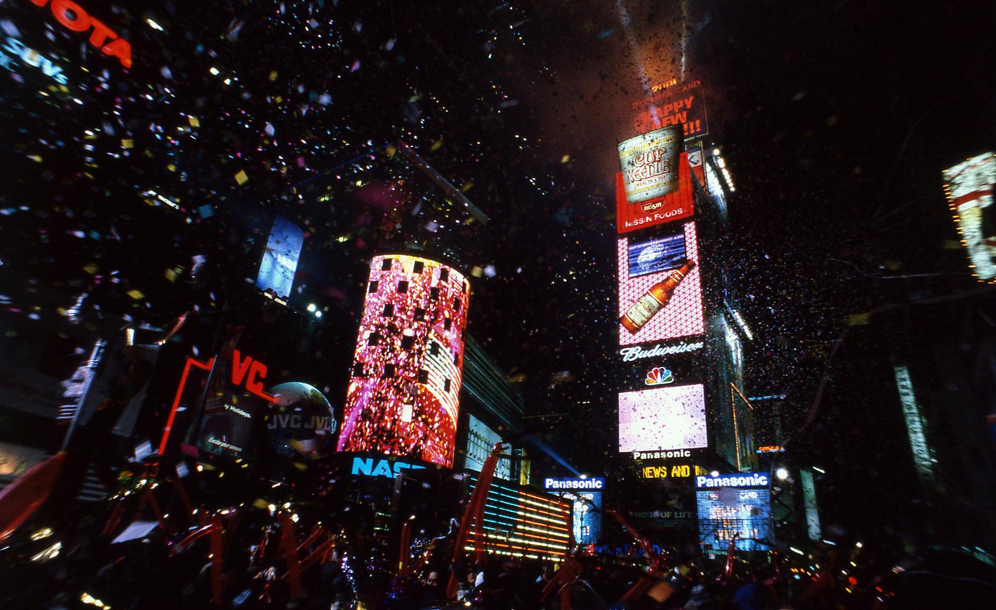 ニューイヤーを迎える瞬間には1トン分の紙吹雪!46丁目あたりがベスト!