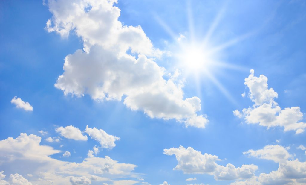 「いい天気ですね!」初対面の会話で役立つ「天気」の英会話フレーズ